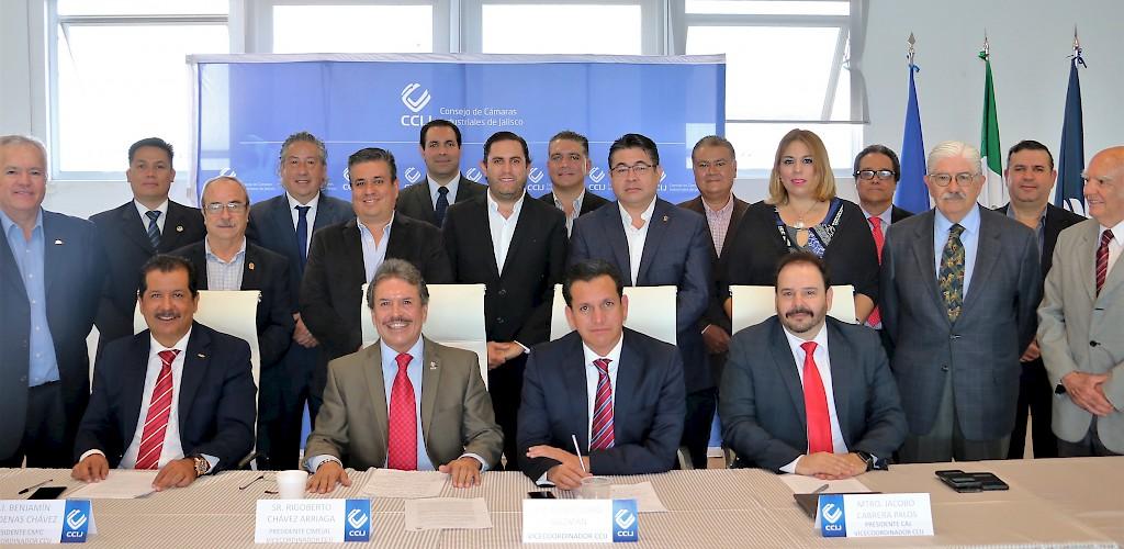 Resultado de imagen para foto de Daniel Curiel Rodríguez, coordinador del Consejo de Cámaras Industriales de Jalisco (CCIJ).